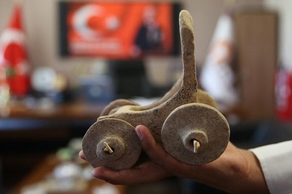 Un char miniature pour enfant vieux de 5000 ans découvert e Turquie
