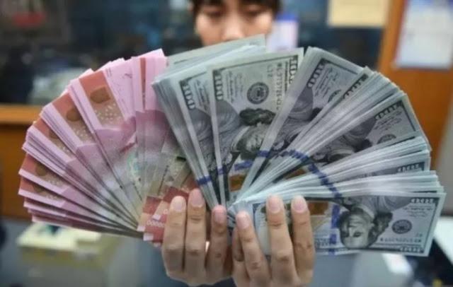 Rupiah Terkulai Dekati Level Rp16.000 Per Dolar