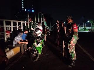 Babinsa Koramil 06/KD Bersama Tiga Pilar Giat Patroli dan Sosialisasi Himbauan Social Distancing dan Physical distancing