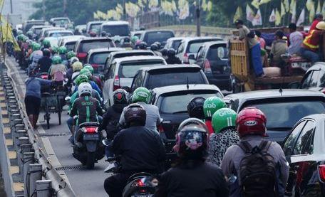 Tips Aman Berkendara Di Daerah Yang Super Macet