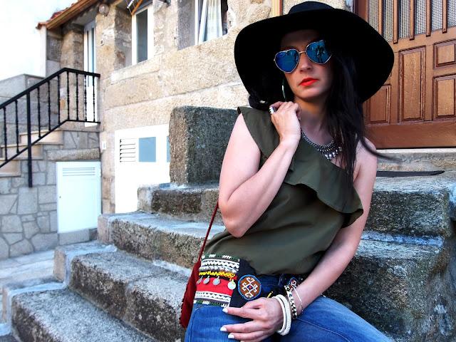 fashion, moda, look, outfit, blog, blogger, walking, penny, lane, streetstyle, style, estilo, trendy, rock, boho, chic, cool, casual, ropa, cloth, garment, inspiration, fashionblogger, art, photo, photograph, Avilés, oviedo, gijón, asturias, hat, summer, verano, combarro, Sanxenxo, sanjenjo, vaqueros, jeans, etnico, ethnic, flada, skirt,