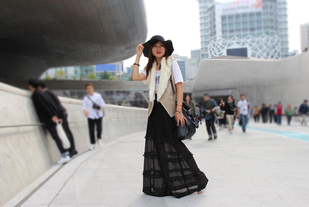 сеул, шляпа, с чем носить фетровую шляпу, повседневный стиль, длинная юбка, меховая жилетка, юбка в пол, красная помада