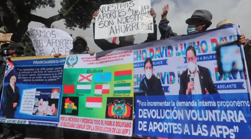 Marcha pidiendo que Arce cumpla su compromiso electoral para la devolución de dinero de AFPs / ARCHIVO EFE