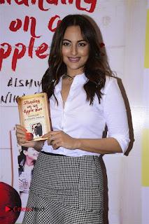 Sonakshi Sinha Karan Johar at Aishwarya Rajinikanth Standing on an Apple Box Book Launch Event  0023.jpg