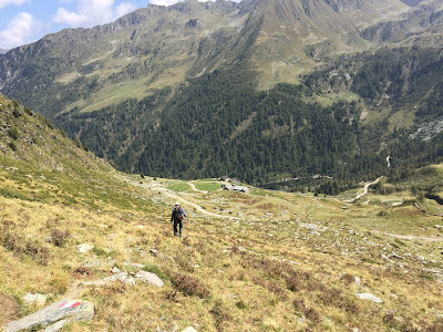 Coming down from Passo dei Lupi toward Rifugio Dordona.