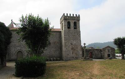 fachada lateral do Mosteiro de São Pedro de Cetê