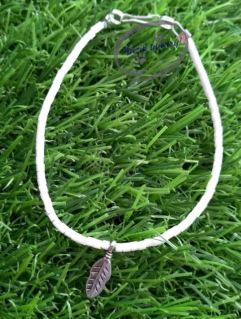 Biała bransoletka z koralików - lekka niczym piórko!