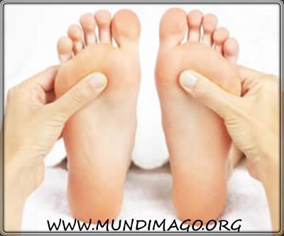 Non tutti sanno che massaggiare alcuni punti dei piedi stimola naturalmente il sonno e aiuta, inoltre, a prevenire e curare molte patologie del nostro corpo.
