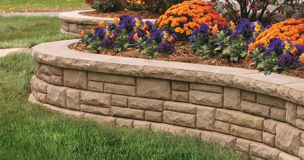 Retaining wall flower bed layout ideas for Backyard flower bed ideas