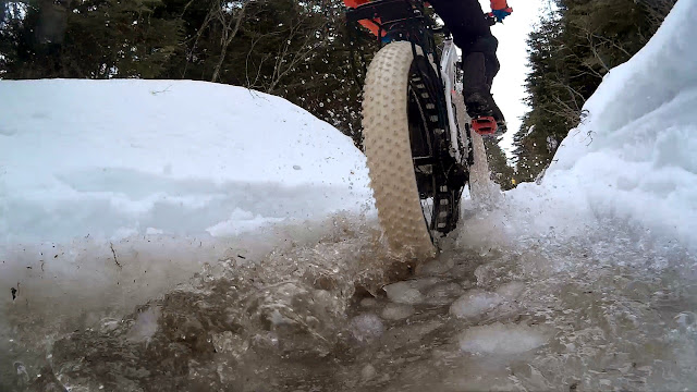Vee Snow Avalanche 4.8 PSC Studded Fat Bike Tire Nasty Frozen Water