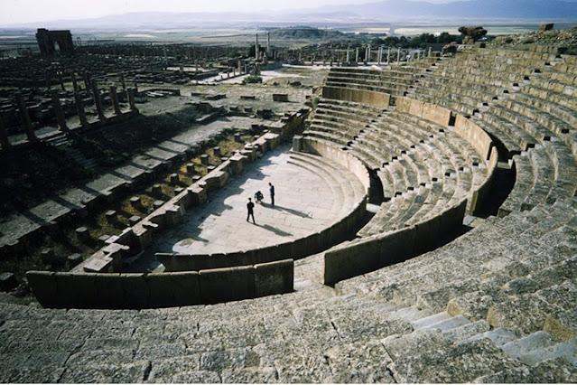Teatro em Timgad