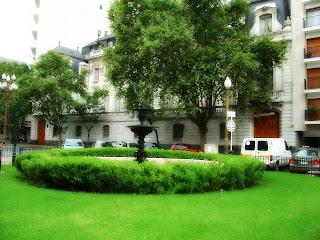 Plaza Carlos Pelegrini e Embaixada do Brasil, em Buenos Aires