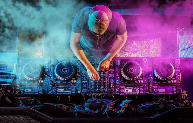 Make money as DJ