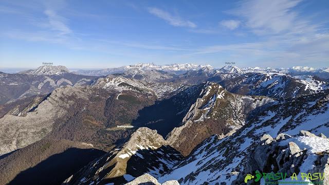 Vita de Brañagallones, Tiatordos, Cantu del Osu y Ten desde la cima de la Peña del Viento