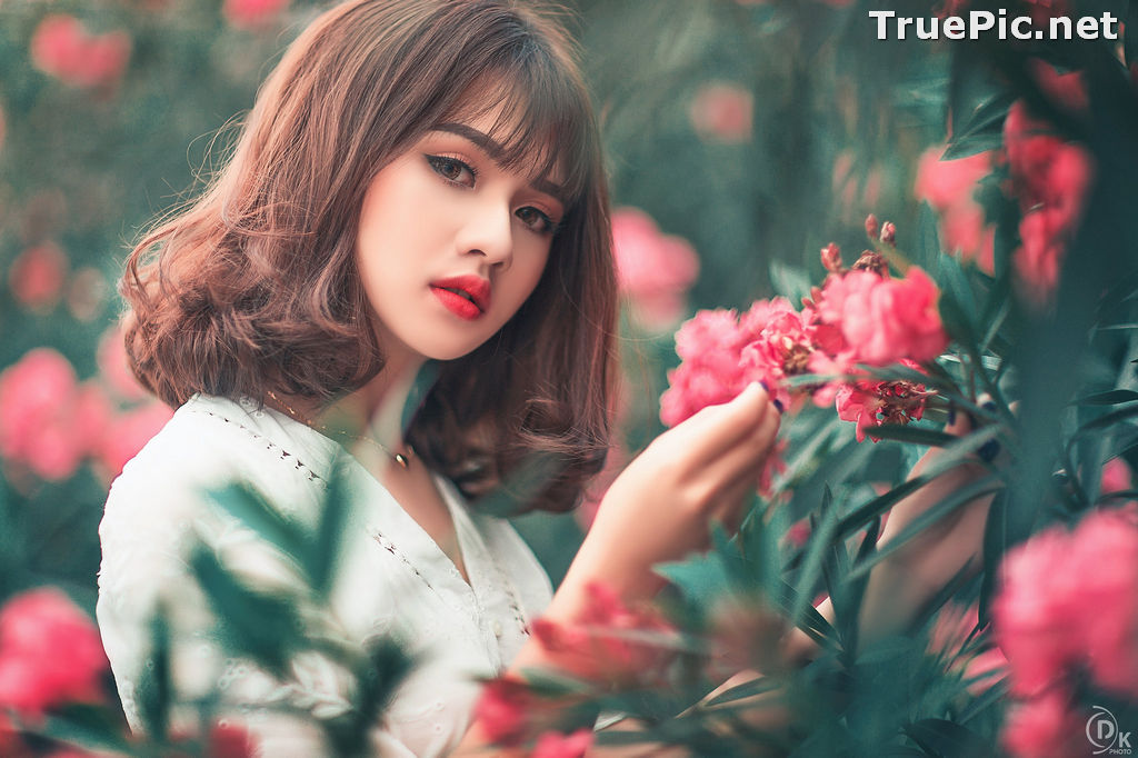 Image Vietnamese Model - Young Pretty Girl in White Dress and Flower Fence - TruePic.net - Picture-6