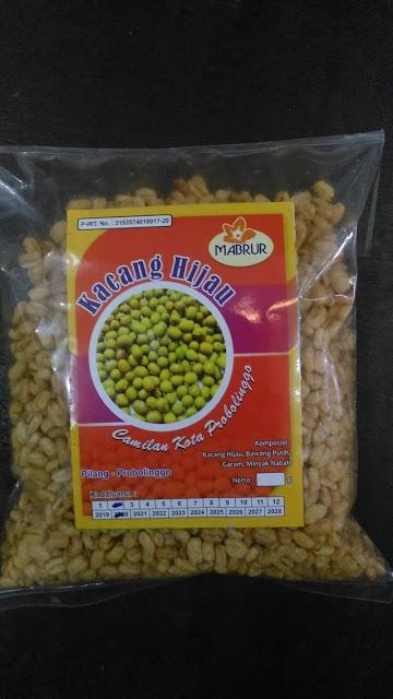 Satu bungkus snack kacang hijau