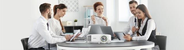 مجموعة أجهزة العرض الذكية للأعمال من بينكيو تتيح تقديم عروض تقديمية لاسلكية دون عناء ومزودة بإمكانيات المؤتمرات المرئية