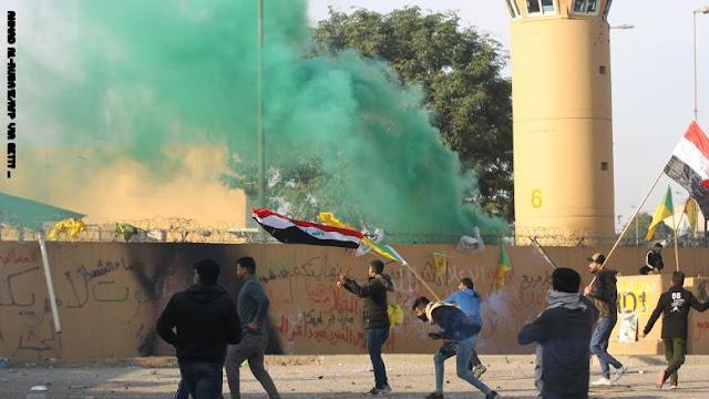 انسحاب المتظاهرين من محيط السفارة الأمريكية في بغداد بعد دعوة الحشد الشعبي