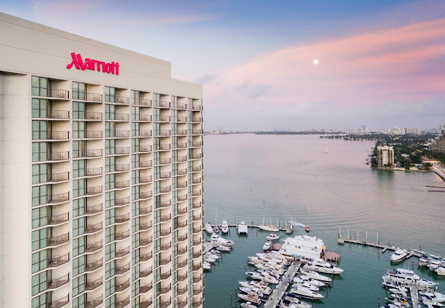 Reserve a room at Miami Marriott Biscayne Bay and enjoy modern hotel accommodations, dining, event space and a scenic downtown location near the port.