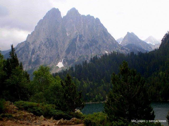 Les Encantats, Lago de Sant Mauricio, Parque nacional de Aigüestortes, Lleida