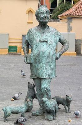 """La """"Loca de los Gatos"""" de España y su monumento"""