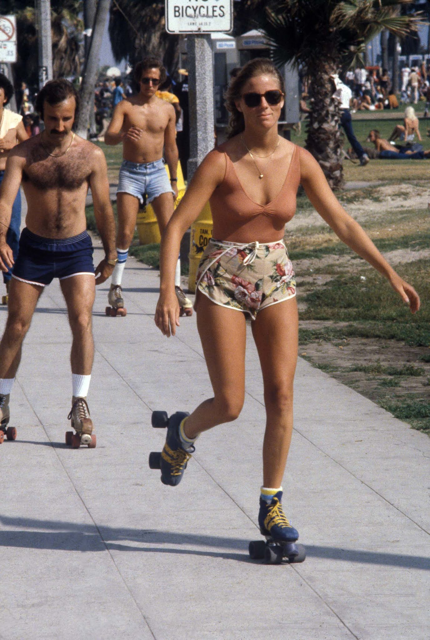 The roller skaters of Venice Beach, 1979