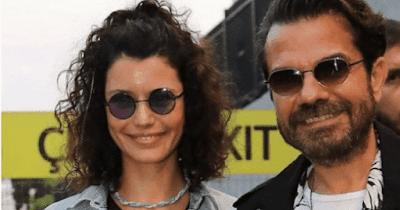 النجمة التركية بيرين سات مع زوجها على الشاطئ بعد أخبار عن انفصالهما