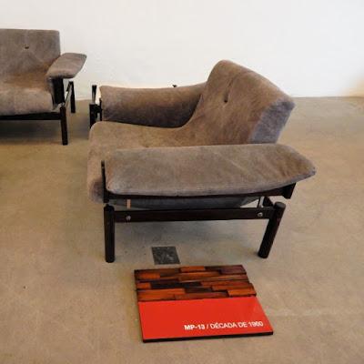 A poltrona do conjunto MP-13 da década de 1960: união de conforto, estética e racionalidade.
