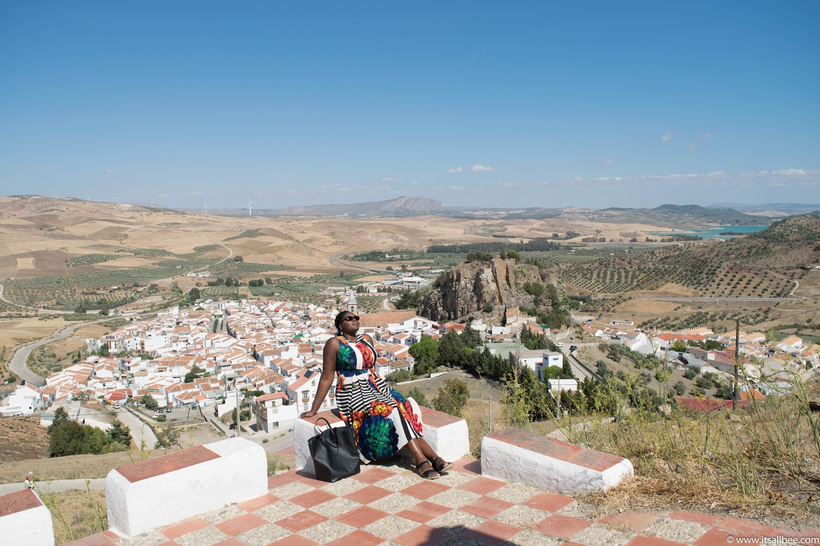 Top 7 Reasons To Visit Andalucia - With easy access to Cordoba, Seville, El Chorro and many beautiful Andalucian towns here are just a few more reasons why you need to explore this region in Spain. Also easily accessible via Malaga airport. Click for more details #traveltip #europe #sunshine #breaks #itsallbee