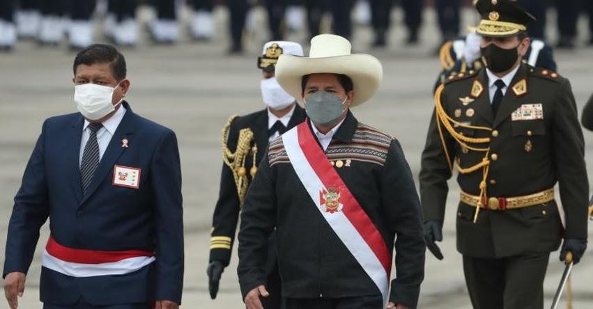 Presidente Castillo asistió al Gran Parada y Desfile Cívico - Militar por Fiestas Patrias en el Cuartel General del Ejército