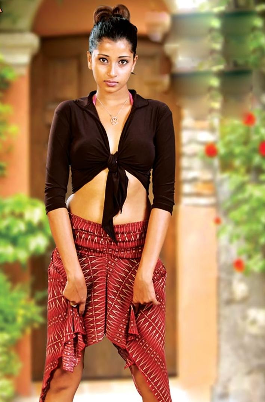 Sri Lanka fashion blog: Sri Lankan popular actress Menaka peiris