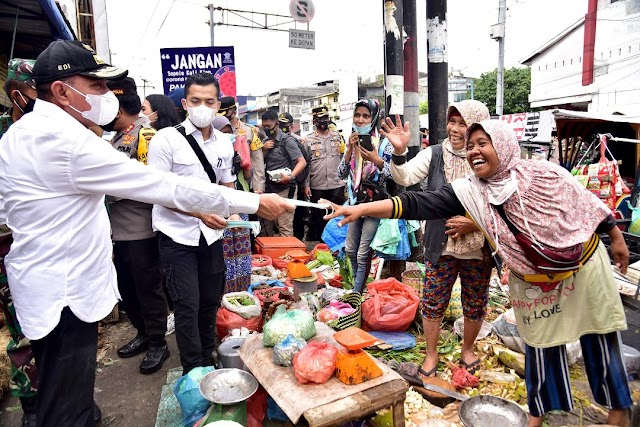 Sosialisasikan Prokes ke Pasar, Edy Rahmayadi Minta Masyarakat Patuhi Pemerintah