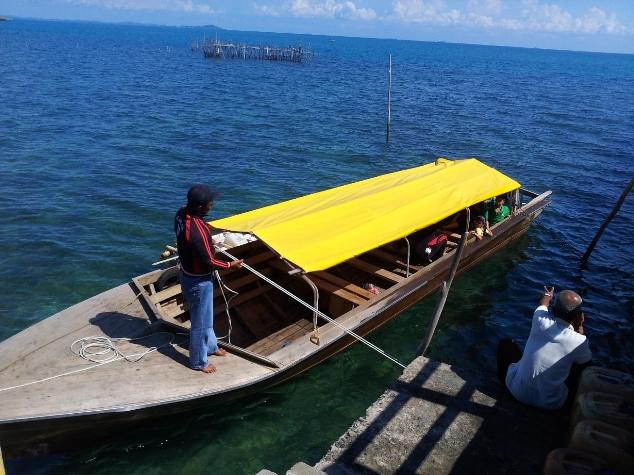 Perahu Motor ke Pulau Karas