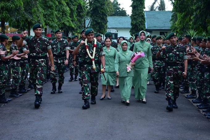 Pangdivif I Kostrad Safari Ramadhan ke Batalyon Armed 13/2/1 Kostrad