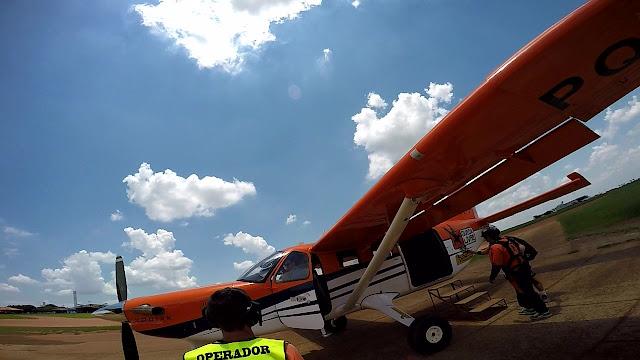 aviao aero motor laranja