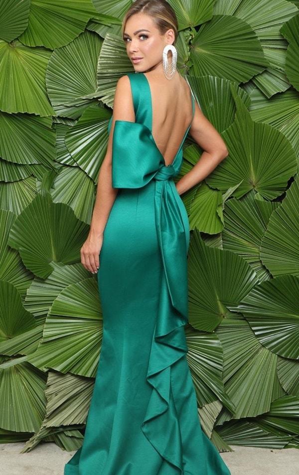 vestido de festa longo verde esmeralda com decote nas costas