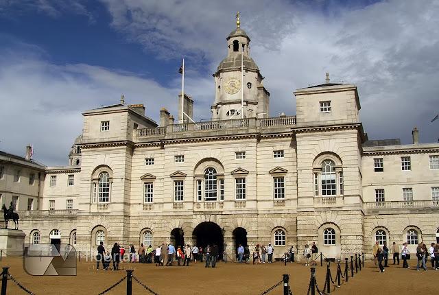Horse Guards Parade to największy plac defilad w centralnym Londynie.