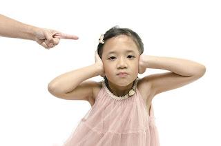 Πώς να βελτιώσω τη συμπεριφορά του παιδιού: 4 έξυπνες τεχνικές