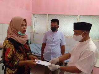Camat Rantau Utara Bantu Warga Penderita Tumor