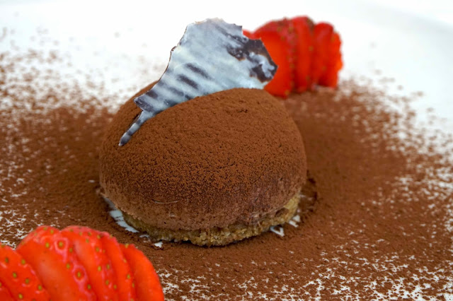 Mousse de chocolate en semiesfera