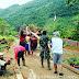 Babinsa koramil 1403-04/Padang Sappa Membantu Pengangkatan Material Kayu untuk Pembuatan Rumah