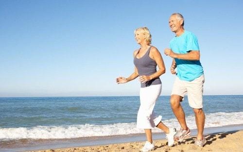 Manfaat Jogging Sore dan cara membakar lemak perut dengan cepat