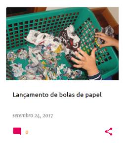 Cesto com papel amassado em forma de bolas e mão de criança