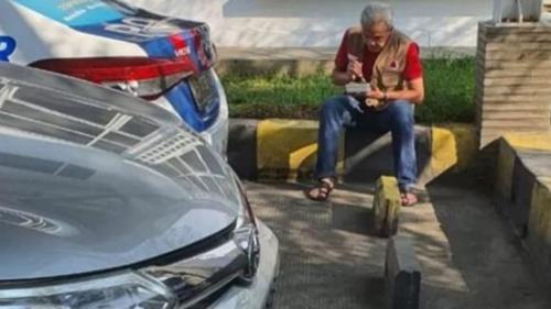 Ganjar Pranowo Makan Sendiri di Tempat Parkir, Tokoh Papua: Kasihan, Mau Capres tapi Partainya Ogah Usung