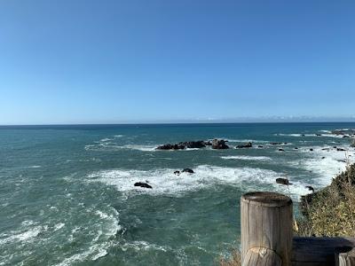 足摺岬灯台から太平洋を望む