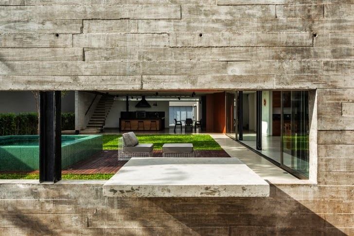 Exposed concrete facade on Modern Planalto House by Flavio Castro