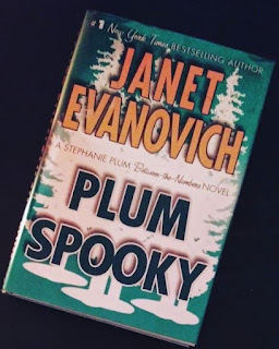 plum spooky stephanie plum 14.5 an inbetween the numbers book janet evanovich