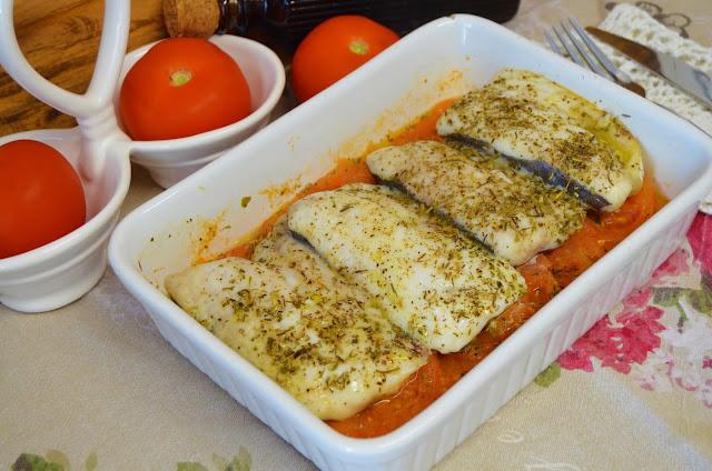 Las delicias de Mayte, merluza en el microondas, pescado en el microondas, merluza con tomate, merluza en salsa, merluza con tomate a las finas hierbas en el microondas,