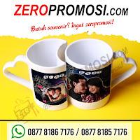 Mug keramik yang unik yaitu Mug couple / mug pasangan / Lovers Mug