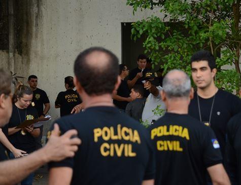 Operação contra assassinatos e drogas cumpre oito mandados de busca e apreensão no Recife